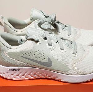 Nike Women's Legend React sz 10